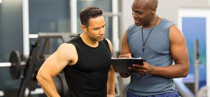 Trajner i fitnesit