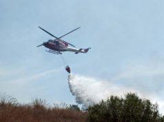 gonnesa-scoppia-incendio-nelle-campagne-in-azione-elicottero