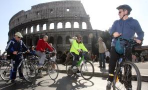 il-grillino-cotti-va-al-senato-in-bicicletta-ma-non-lo-fanno-entrare