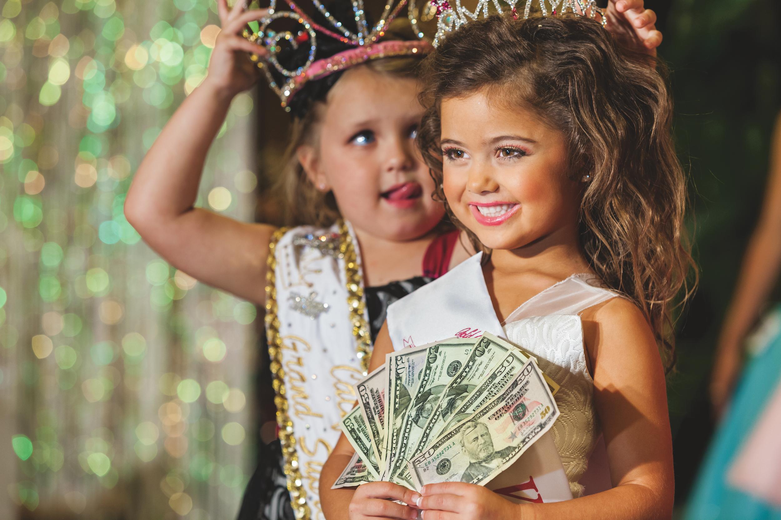 Дети нудистки на конкурсе красоты