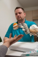/g/h/g/EPFL_prosthetic_hand_1.jpg
