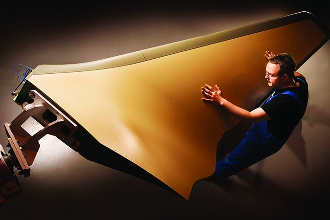 /i/p/a/GKN_wing_manufacturing_for_Bombardier.jpg