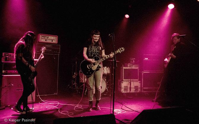 Picture of the Muncie Girls concert by Kasper Pasinski