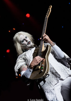 Picture of John 5 in concert with Rock concert photography by Leca Suzuki