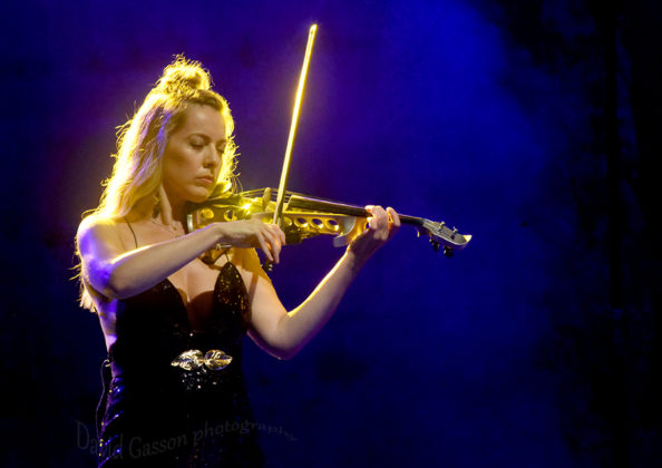 Picture of Bond in concert by Classical music photographer David Gasson