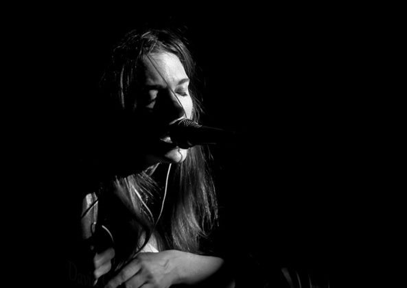 Picture of Sara Renar in concert by Croatian Music and Pit photographer David Gasson