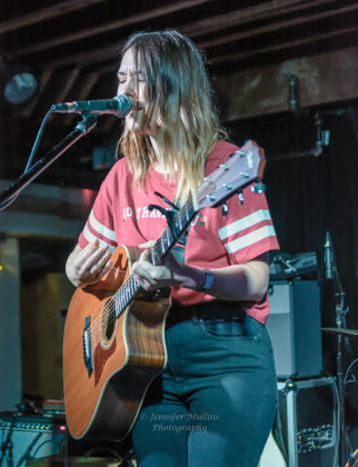 Picture of Sydney Sprague in concert by American MusicPhotographer Jennifer Mullins