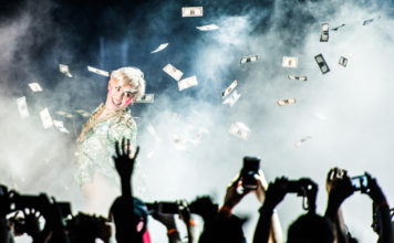 Picture of Miley Cyrus in concert by Austria Music Photographer Matthias Hombauer