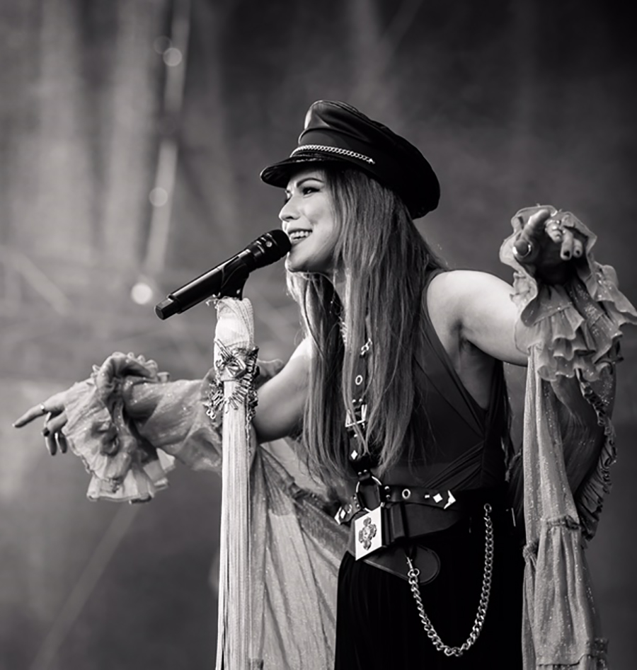 Picture of Jenni Vartiainen in concert at the Suomipop Festival by Finland music photographer Juha Oksa
