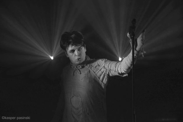 Picture of Gary Numan in concert at Pumpehuset by Copenhagen Music and Pit photographer Kasper Pasinski