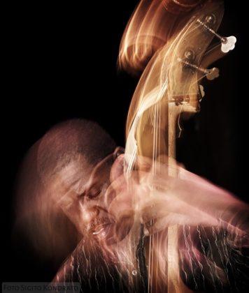 Picture of Hilliard Greenein concert by Sigitas Kondratas