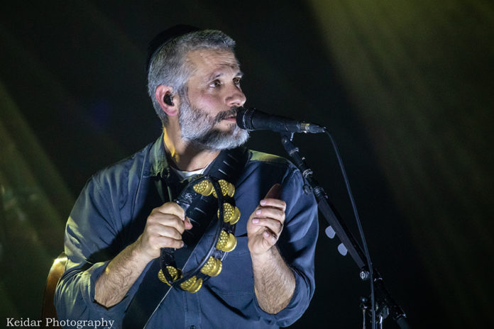 Picture of Eviatar Banai in concert with photography by the Israel music photographer Omer Keidar