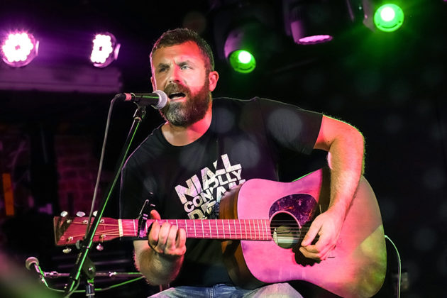 Picture of Mick Flannery in concert by Kevin McGann
