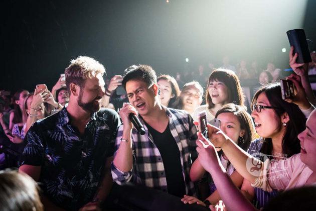 Picture of Brian Mcfadden in concert taken by the music photographer Aki Fujita Taguchi