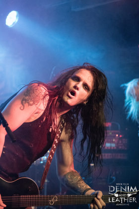 Picture of the sleaze metal band Crashdïet in concert taken by Lennart Håård
