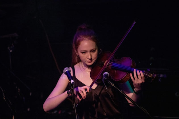 Picture of Hannah Cullen in concert by Danni Froto