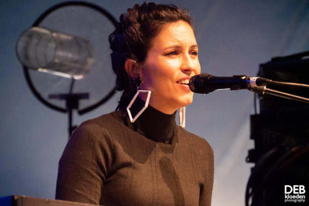 Picture of Missy Higgins in concert taken by The Delta Riggs