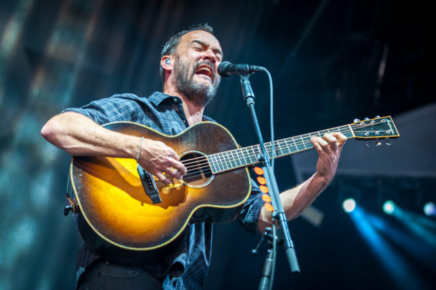 Picture of Dave Matthews in concert taken by the Toronto concert photographer Orest Dorosh