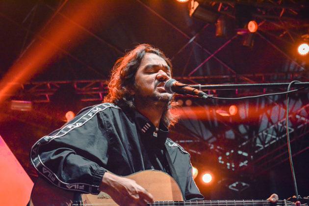 Picture of the musician Jason Ranti in concert taken by Kiky Rizkal