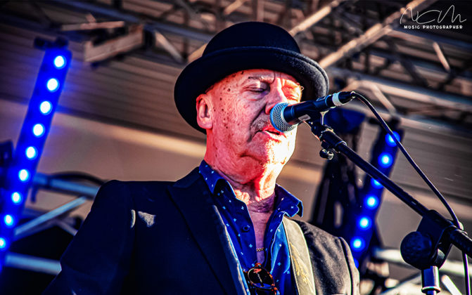 Picture of Russell Morris in concert taken by Nicole Avagliano