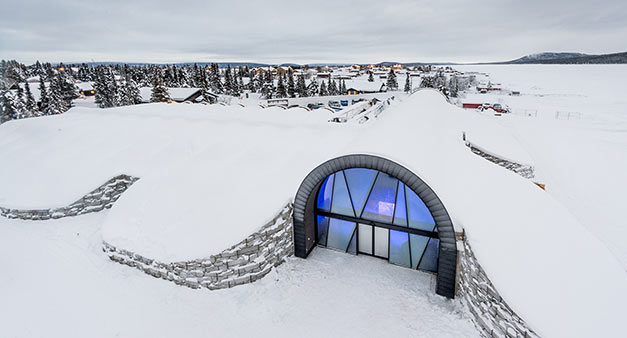 entrance-icehotel-365