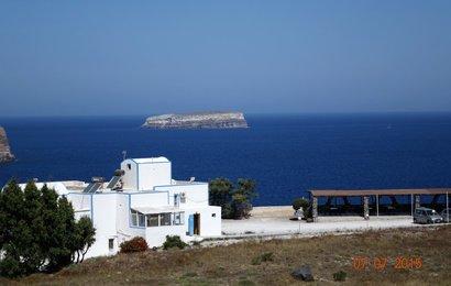 Cestou na jih míjíme ostrůvek Aspronisi