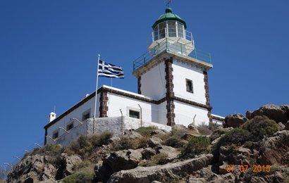 Maják Faros - jih malebného ostrova Santorini.