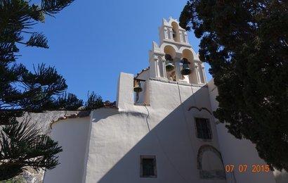 Poblíž Kamari stojí nejstarší kostel na Santorini Panagia Episkopi.