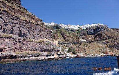 Nynější hlav.město Santorini Fira a starý přístav .