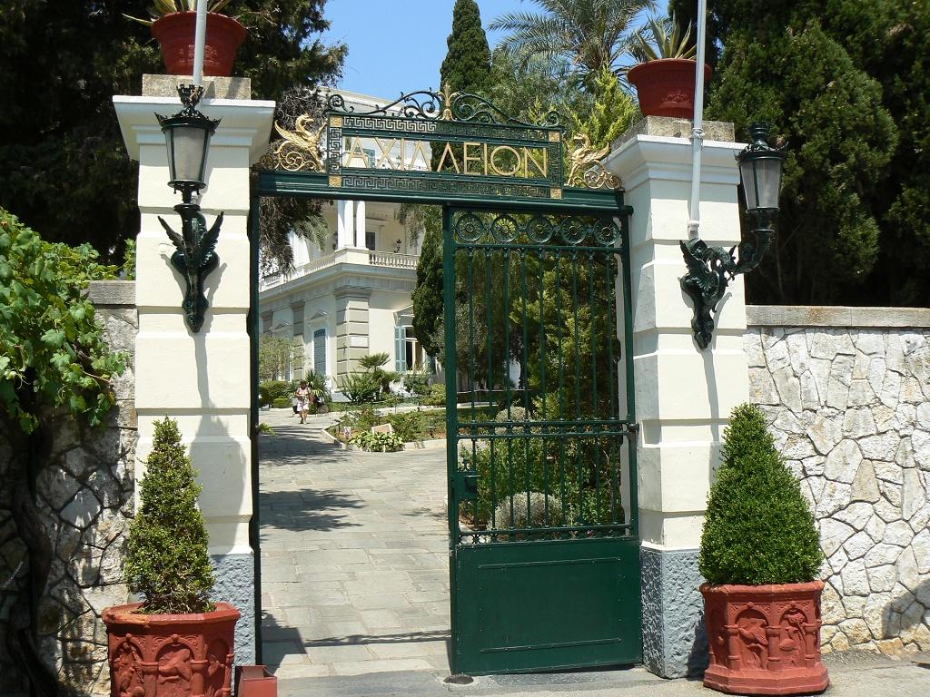 vstup dp zámku Achilleion