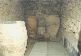 Festos - skladiště s nádobami Pithos