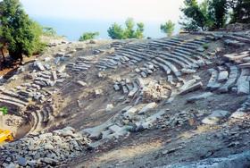 Limenas - divadlo - skok v čase - r. 2000