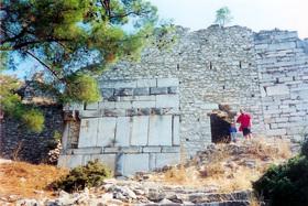 Akropole - trosky středověkého hradu