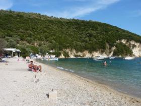 dost plna plaz s kempom