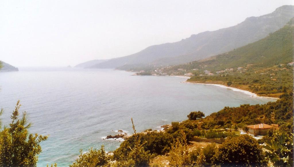 pobřeží u Kinira