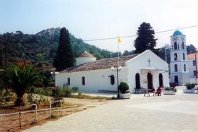 Limenas - náměstí u arch. muzea, v pozadí Akropole