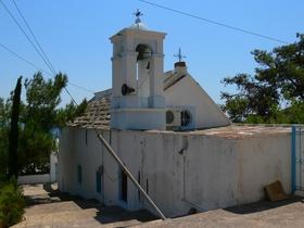 Karfas - kostelík ve dne
