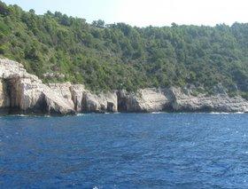 Paxos - výlet lodí z malého  přístavu Benitses poblíž Kerkyry