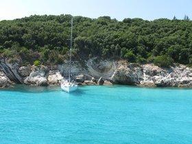 Antípaxos - kouzelné pobřeží a tyrkysová voda - výlet lodí na Paxos