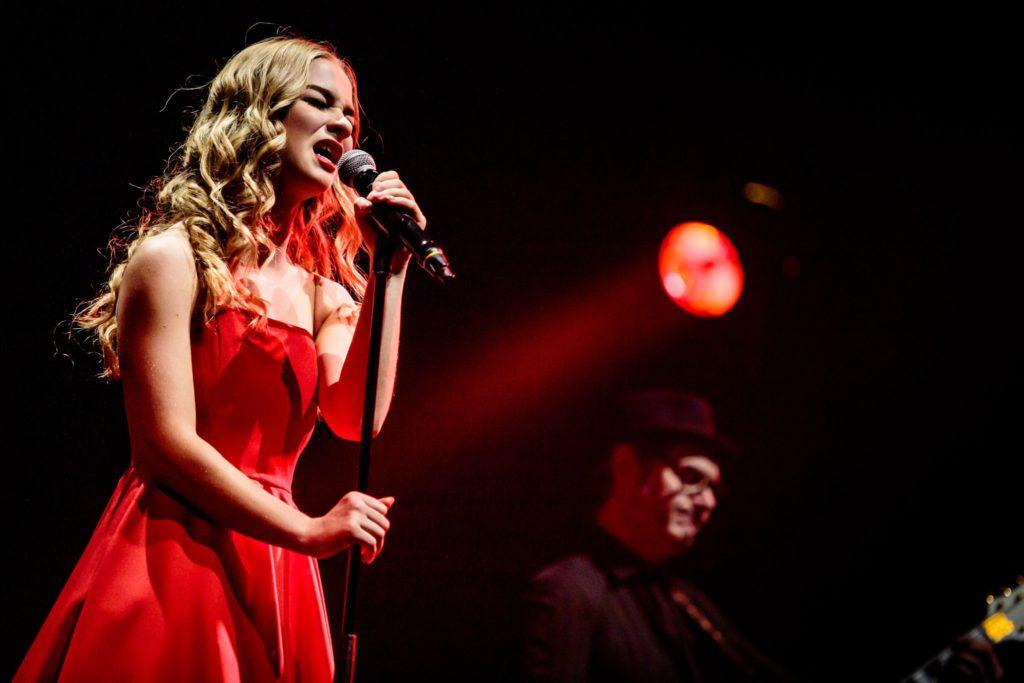 Hooverphonic @ Lotto Arena: Van een duister sprookjesbos tot een funky bal