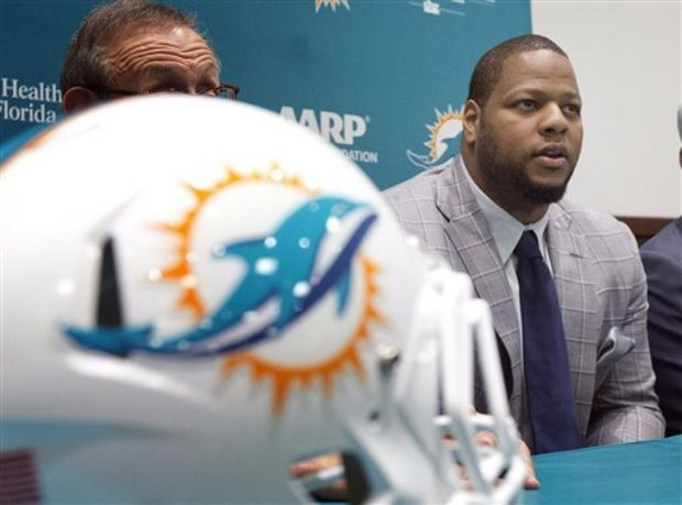 dolphins-suh-football-9031677234509e8a