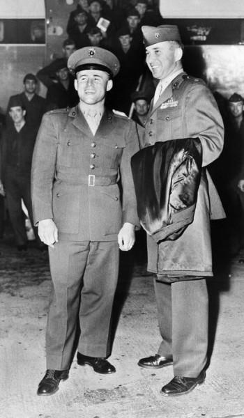 Эдди Лебарон (слева) в Корее. Фото Oakland Tribune/Associated Press