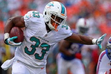 MIAMI GARDENS, FL - OCTOBER 20: Daniel Thomas #33 of the Miami Dolphins rushes during a game against the Buffalo Bills at Sun Life Stadium on October 20, 2013 in Miami Gardens, Florida.  (Photo by Mike Ehrmann/Getty Images)