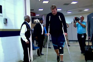 Roethlisberger-crutches