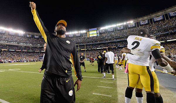 SAN DIEGO, CA - OCTOBER 12:  Head coach Mike Tomlin of the Pittsburgh Steelers and quarterback Mike Vick #2 of the Pittsburgh Steelers celebrate after defeating the San Diego Chargers 24-20 at Qualcomm Stadium on October 12, 2015 in San Diego, California.  (Photo by Donald Miralle/Getty Images)