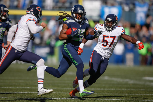 SEATTLE, WA - SEPTEMBER 27:  Punt returner Richard Sherman #25 of the Seattle Seahawks returns a punt for a long gain against the Chicago Bears in the first quarter at CenturyLink Field on September 27, 2015 in Seattle, Washington.  (Photo by Otto Greule Jr/Getty Images)
