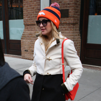 Kate-Hudson-Wearing-Denver-Broncos-Hat