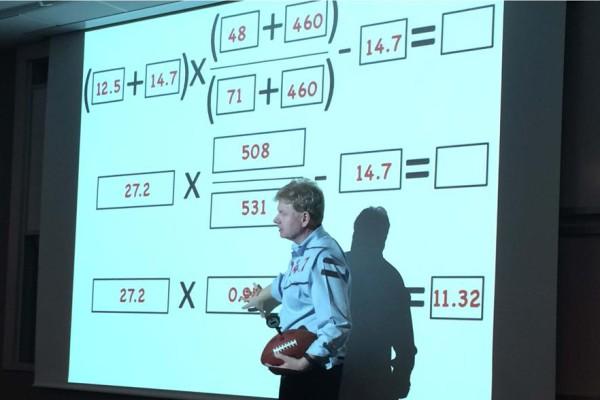 Джон Леонард, профессор МИТ, опровергает обвинения в адрес «Пэтс» с позиций термодинамики. Фото: boston.com