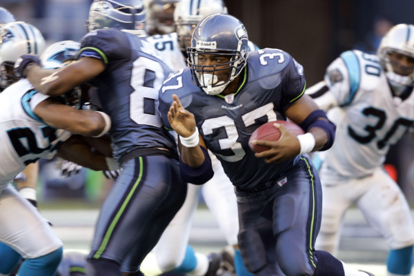 Seattle Seahawks running back Shaun Alexander (37) runs against the Carolina Panthers in the first half Sunday, Oct. 31, 2004, in Seattle. Alexander gained 195 yards rushing on 32 carries and scored twice in leading the Seahawks to a 23-17 victory. (AP Photo/Elaine Thompson)
