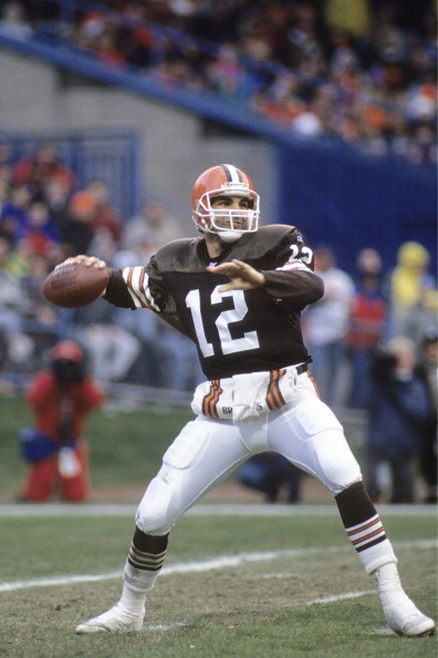 CLEVELAND, OH - DECEMBER 5: Vinny Testaverde #12 of the Cleveland Browns throws a pass against the New Orleans Saints at Cleveland Municipal Stadium on December 5, 1993 in Cleveland, Ohio. The Browns defeated the Saints 17-13. (Photo by Joe Robbins/Getty Images)